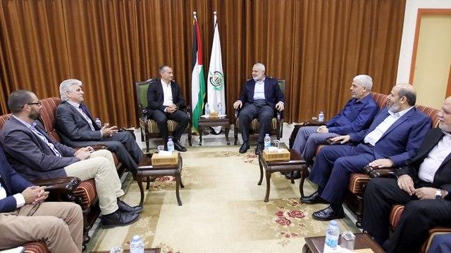 Mladenov con Hamás