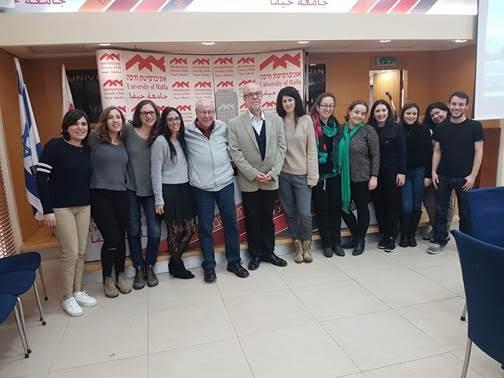 Gustavo Mesch con estudiantes Latinoamericanos de la Universidad de Haifa