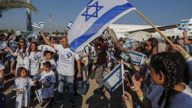 Inmigrantes recien llegados al aeropuerto de Ben Gurión