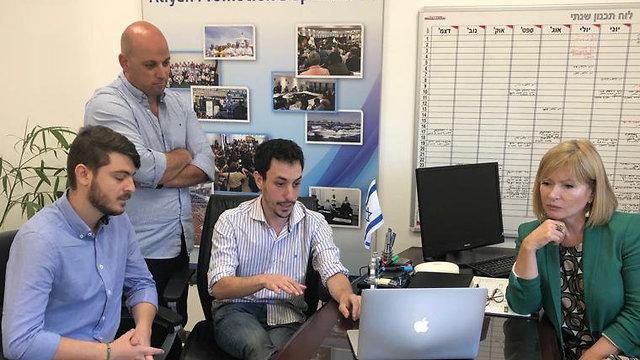 Francisco Marinaro y Adam Cohen, los fundadores de la compañía, junto al equipo de la OSM.
