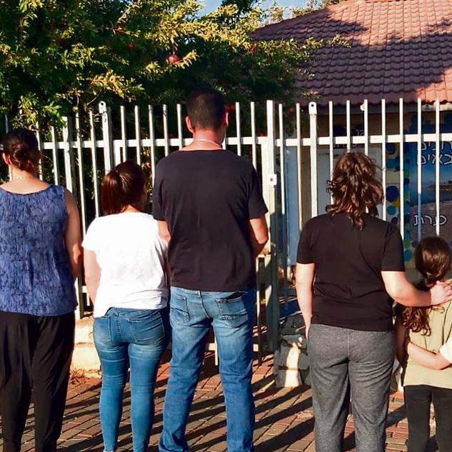 Padres se organizan para no enviar a sus hijos al jard n for Escaleras para caminar fuera del jardin