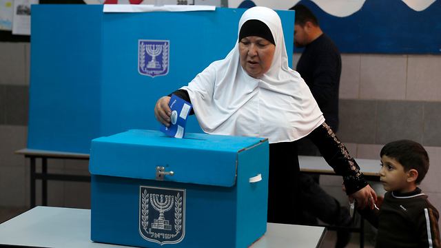 Arabe votando en Israel