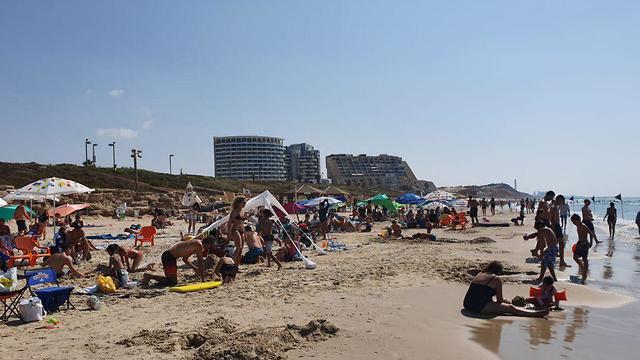 Turistas en la playa de Tel Aviv