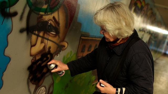 La 'abuela del graffiti' fue multada por primera vez