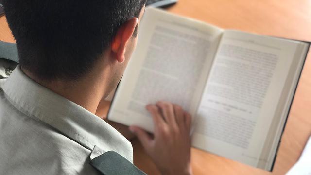 El jefe de las FDI obliga a los oficiales a leer literatura