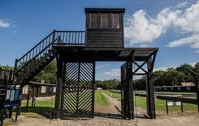 El hombre de 95 años es señalado como cómplice de asesinatos en el campo de concentración de Stutthof.
