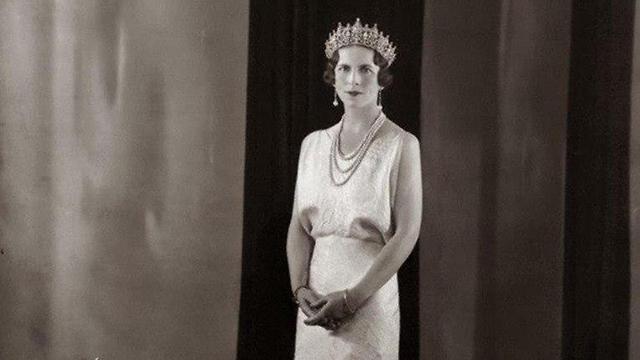 La reina Elena, una justa entre las naciones