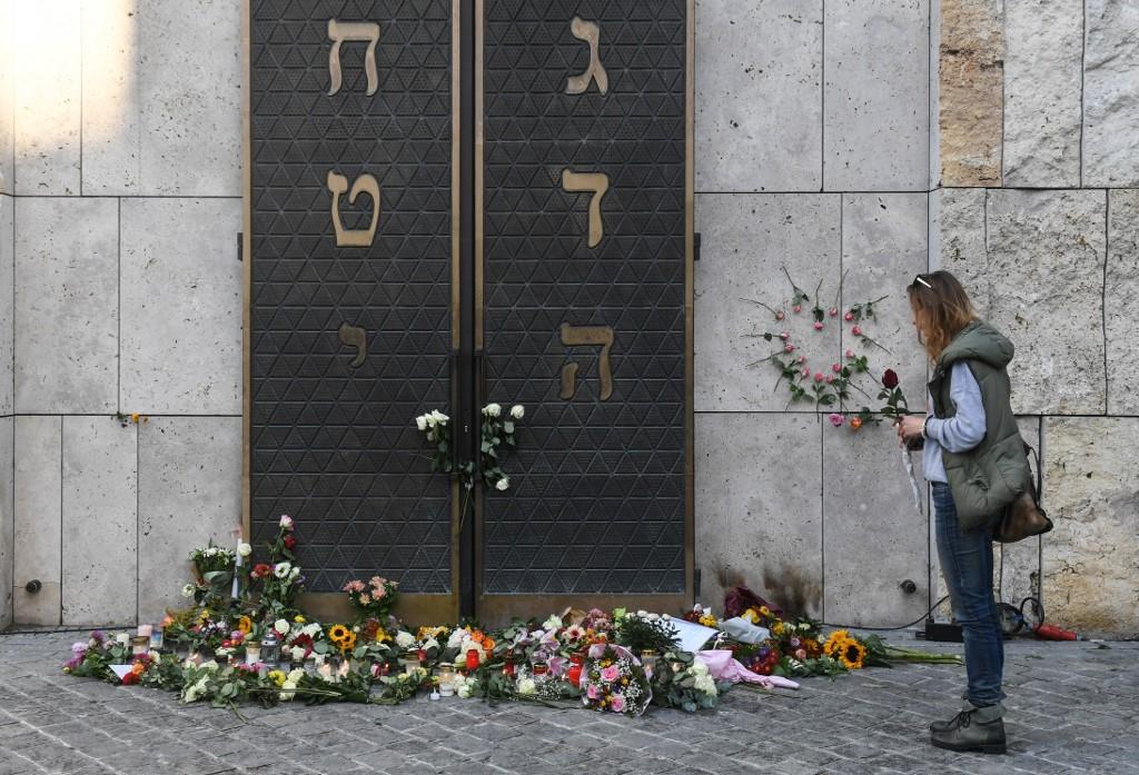 Puerta de la sinagoga de Halle.