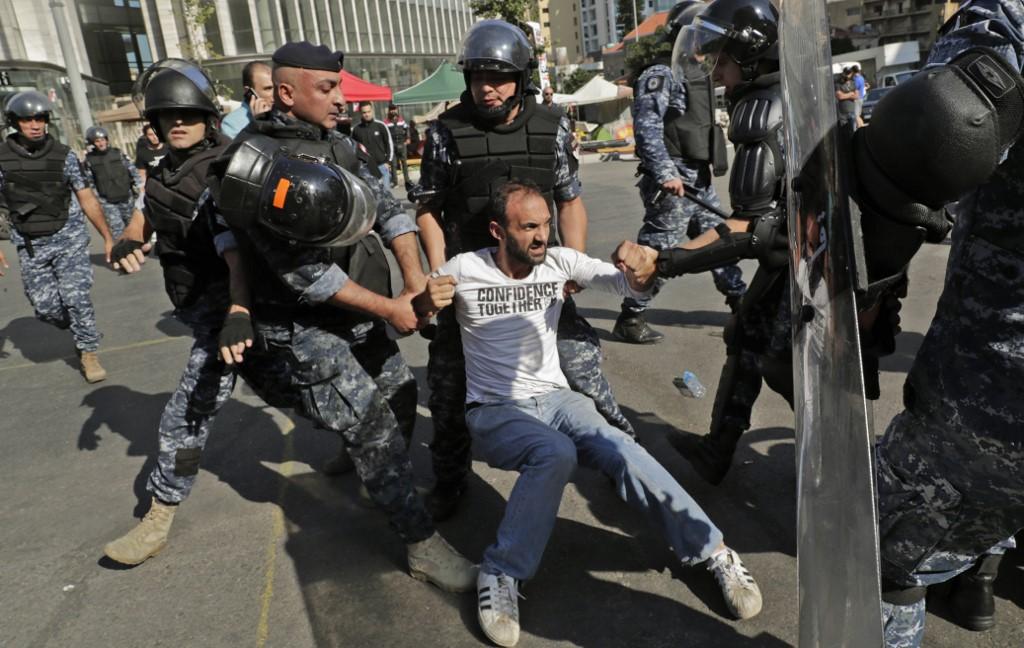Las fuerzas antidisturbios dispersaron a los manifestantes que bloqueaban el ingreso a Beirut