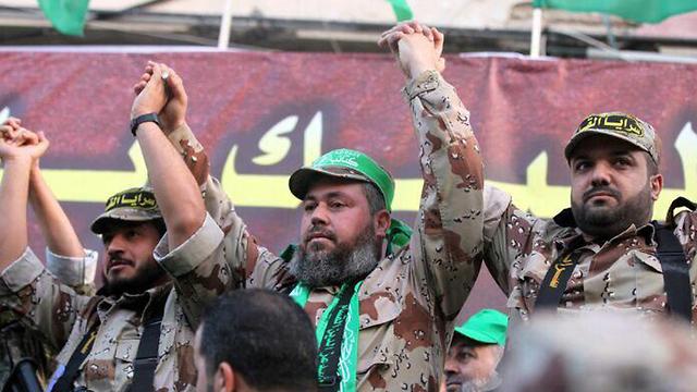 Baha Abu al-Ata (derecha) durante un acto en Gaza