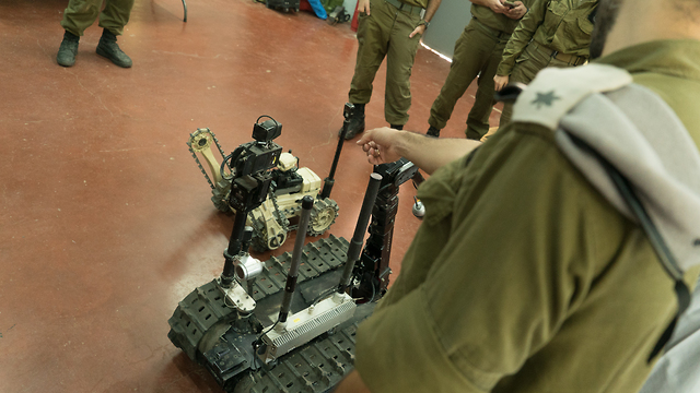 Un robot de la Unidad de Ingeniería
