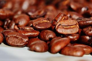 Se recomienda consumir granos de café ligeramente tostados.