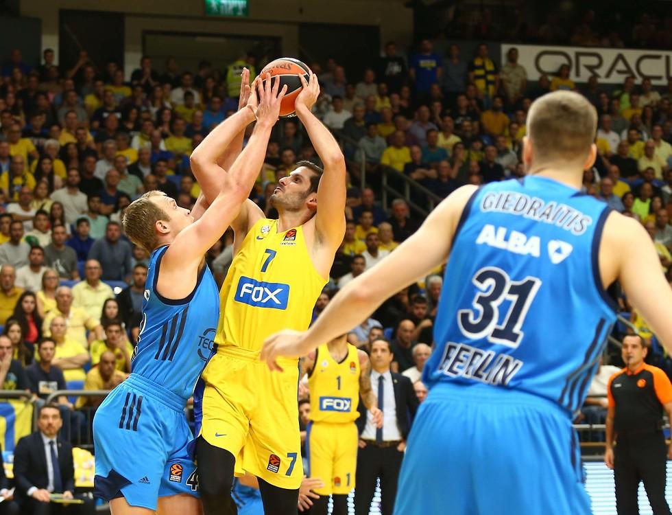 Aplastante: en 20 minutos de juego Maccabi Tel Aviv anotó 62 puntos.