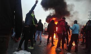 Protestas en Irán contra la subida en los costos del combustible