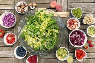 Una alimentación vegana prohibe consumir comidas derivadas de animales.