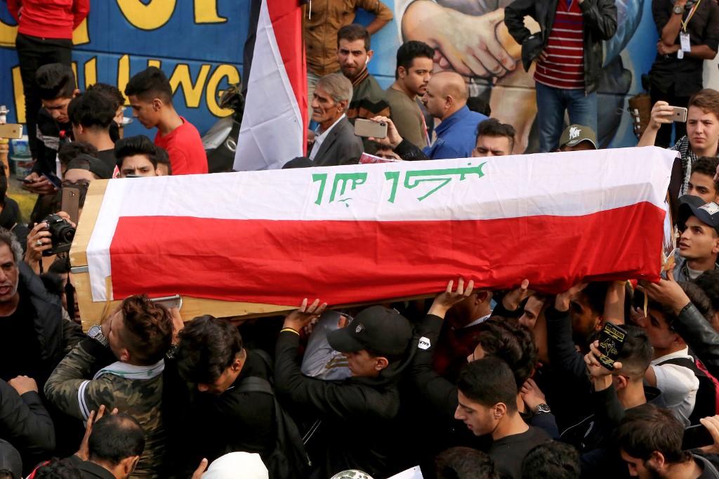 Funeral público de uno de los manifestantes muertos en las protestas