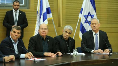 Gabi Ashkenazi, Mishe Ya'alon, Yair Lapid y Benny Gantz