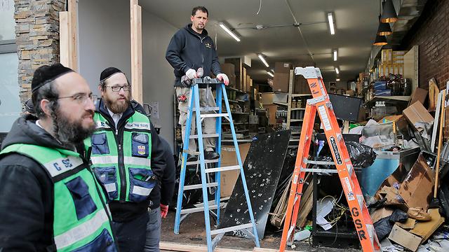 Destrucción en la tienda kosher