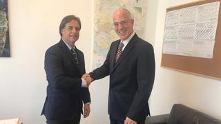 Lacalle Pou junto al embajador de Israel en Uruguay.