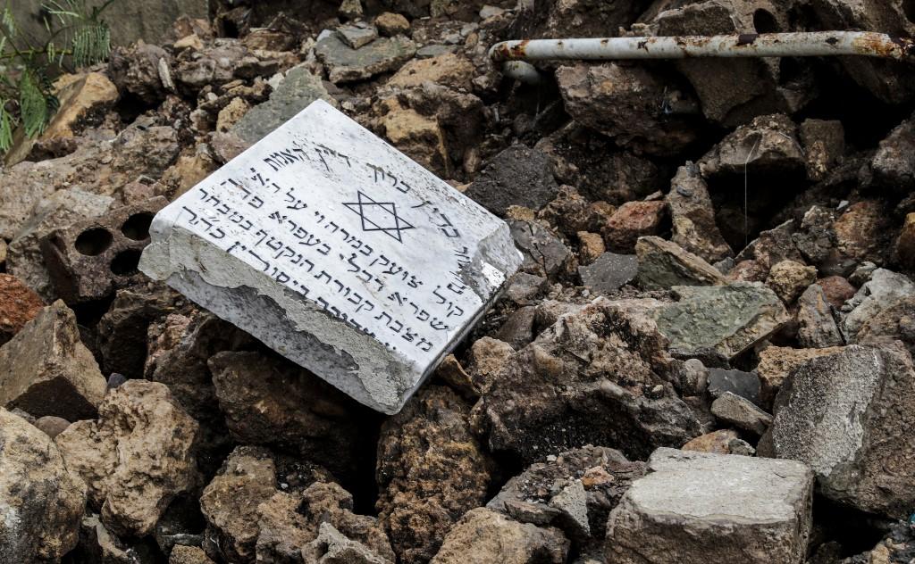 Destrucción en el cementerio judío del Líbano