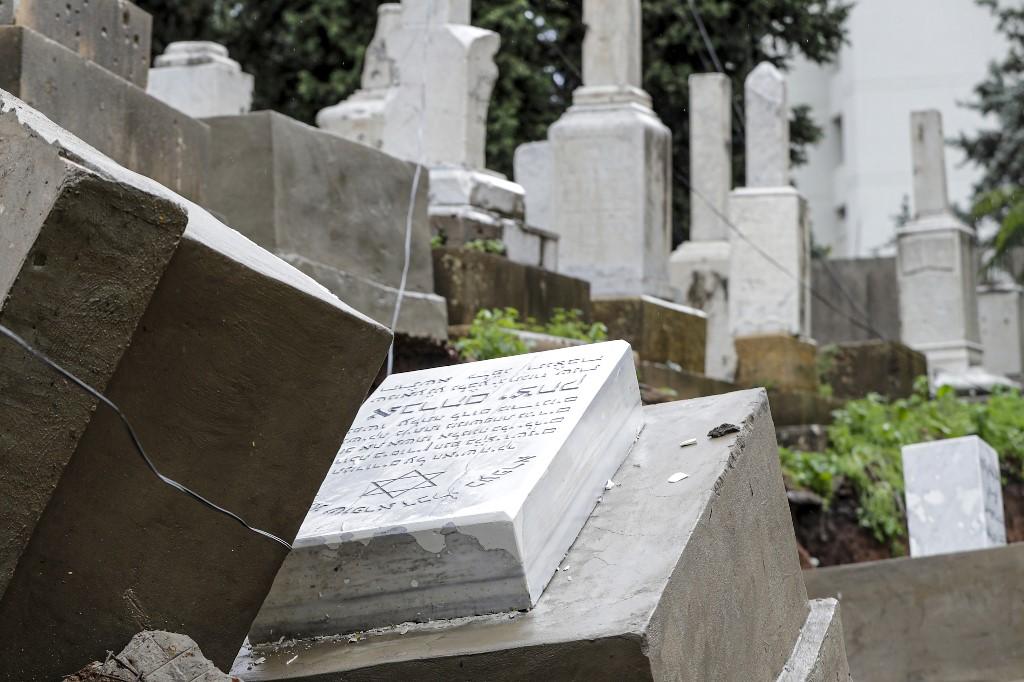 Tumbas dañadas en el único cementerio judío del Líbano