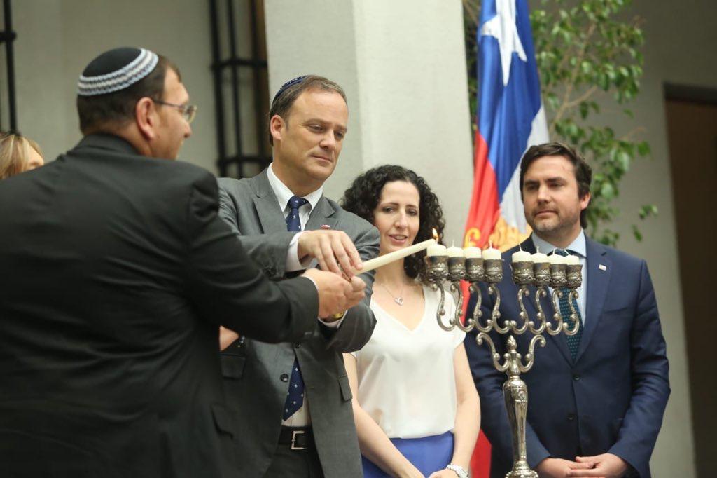 Marina Rosenberg, embajadora de Israel en Chile, participó de la ceremonia junto a autoridades comunitarias