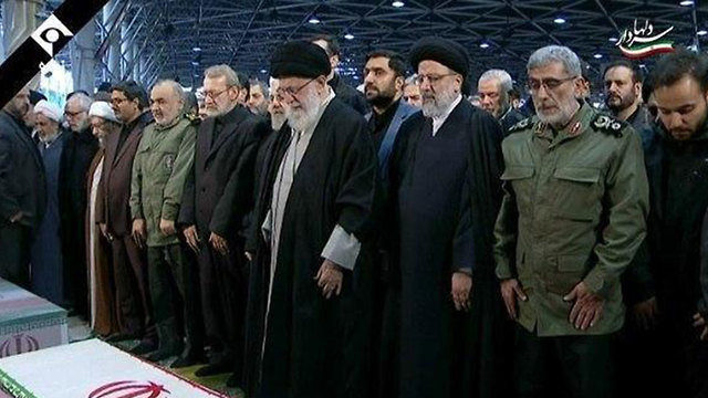 Jamenei encabezó el funeral de Soleimani