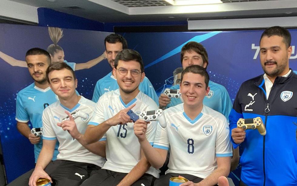 Los seis jugadores y el entrenador de la selección israelí avalada por la IFA