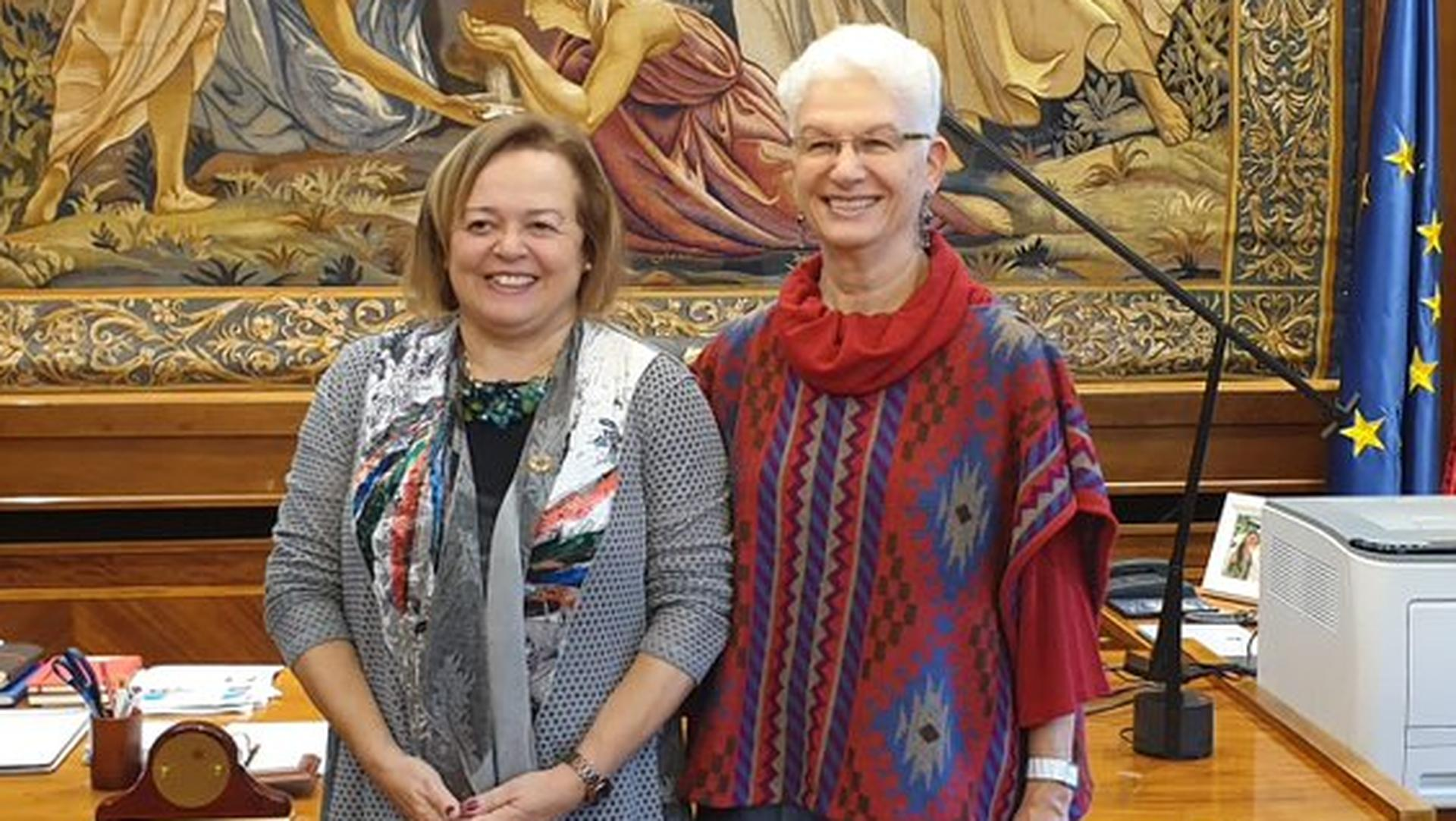 Rodica Radian-Gordon junto a Rosa Menéndez, presidenta del Consejo Superior de Investigaciones Científicas