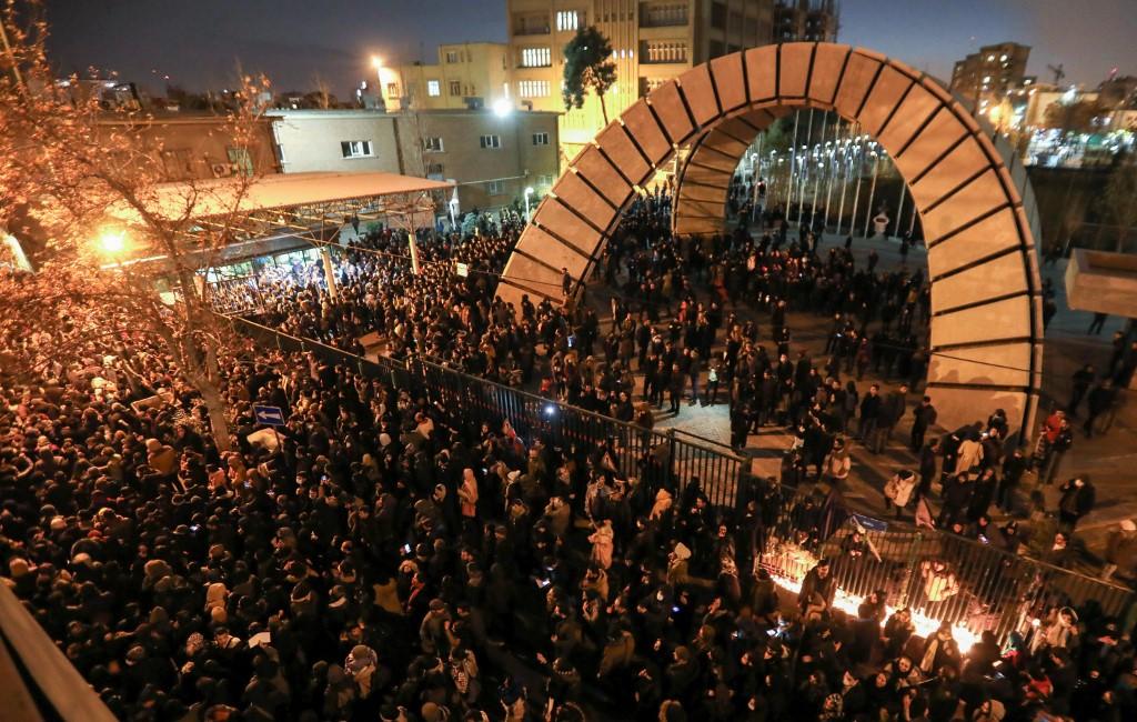 Masiva protesta contra el régimen iraní en Teherán