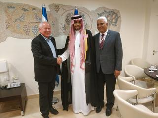 Mohammad Saud con el presidente del Comité de Asuntos Exteriores y Defensa, Avi Dichter el 22 de julio en Israel