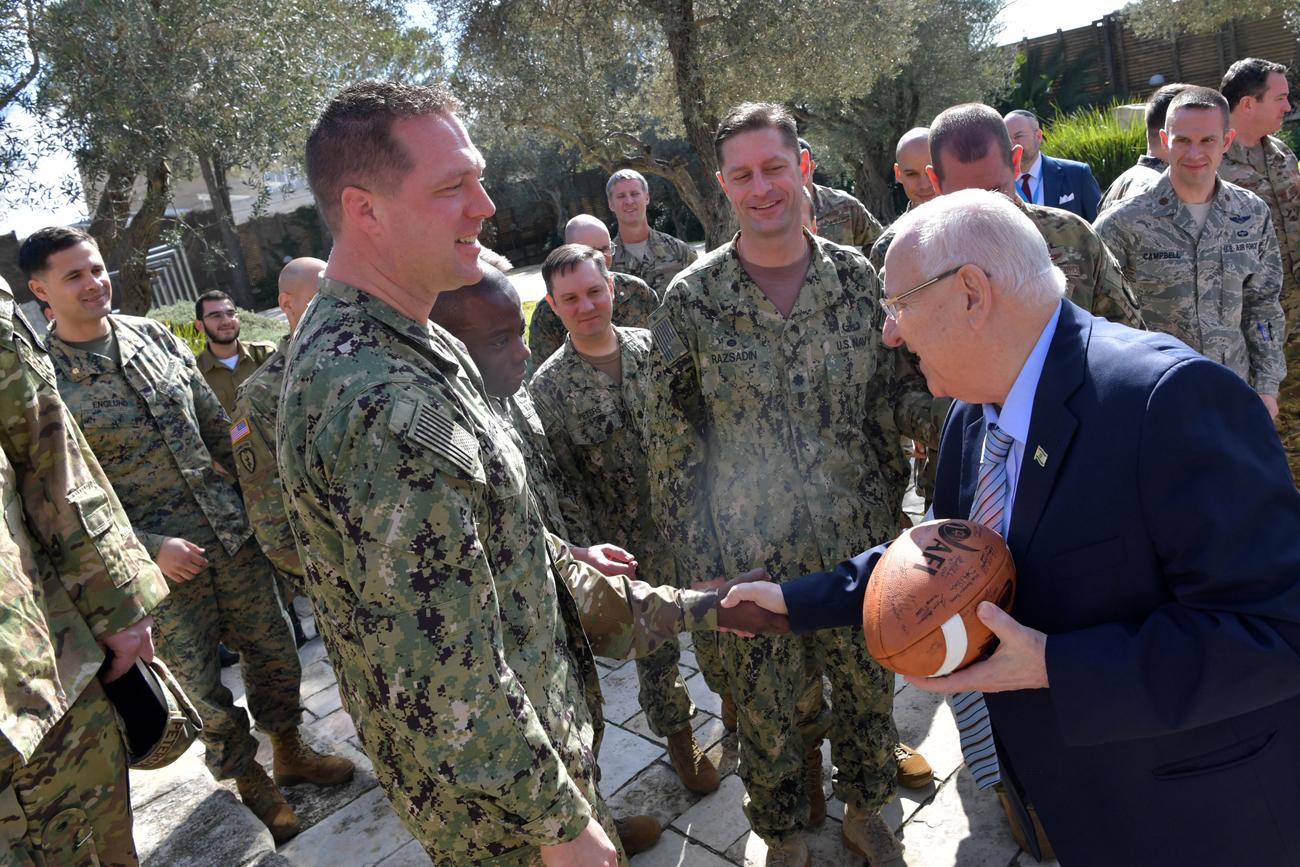 Rivlin recibió a unos 30 oficiales del Ejército estadounidense