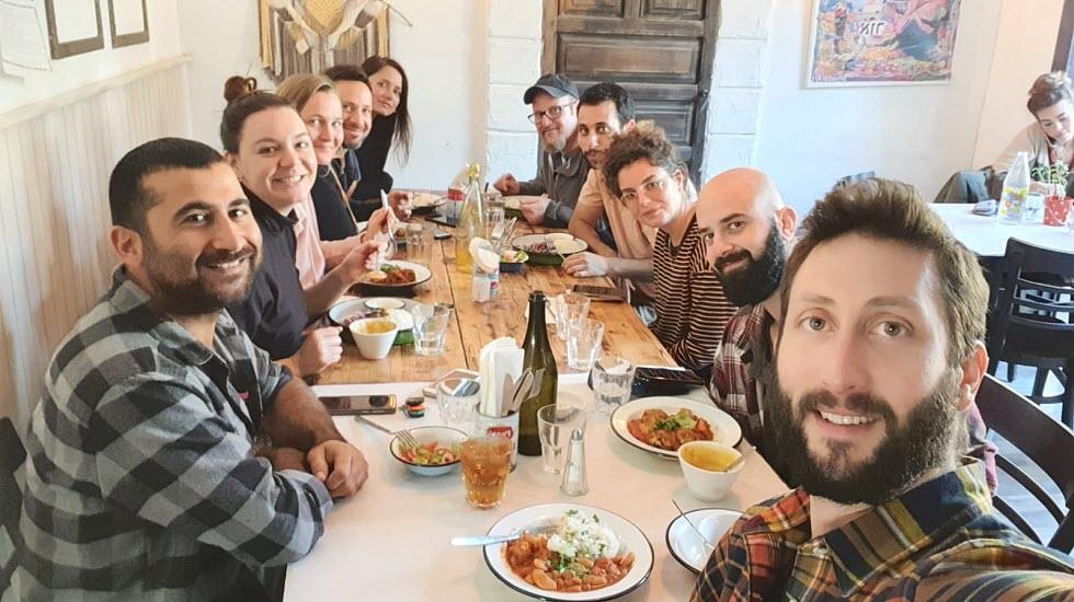 En el kibutz es así: todos comen juntos en un gran comedor