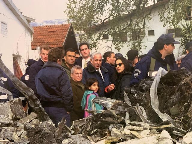 Febrero de 1997: El primer ministro Benjamín Netanyahu en el lugar de la tragedia