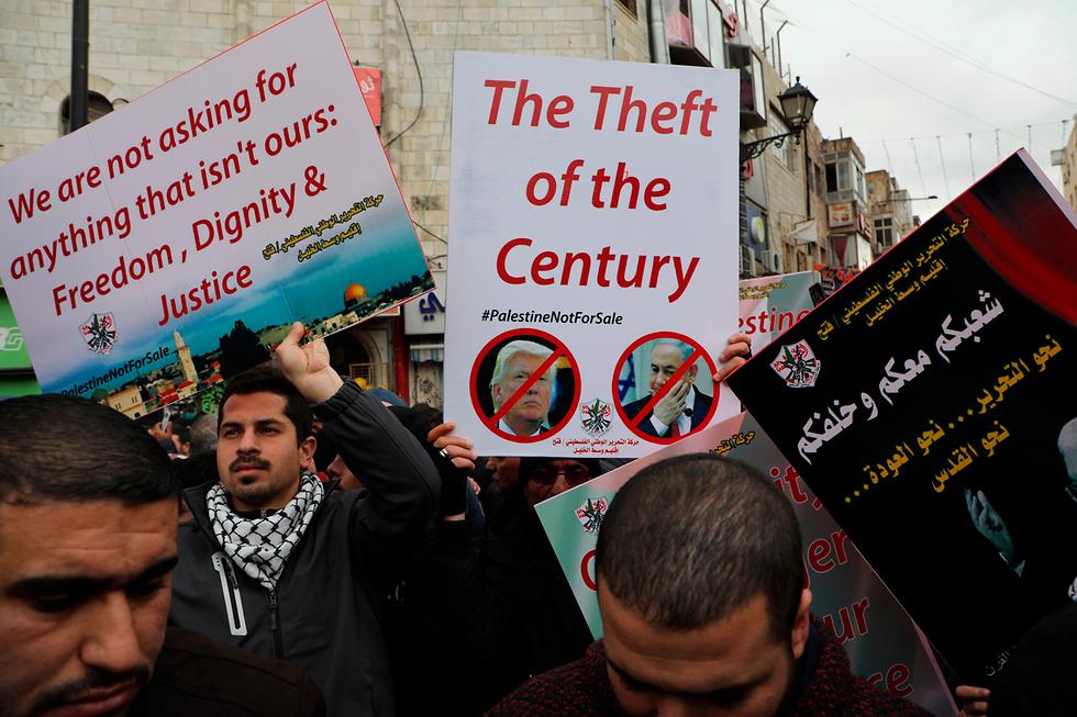 Los palestinos protestan en Ramallah contra el plan de paz de Trump