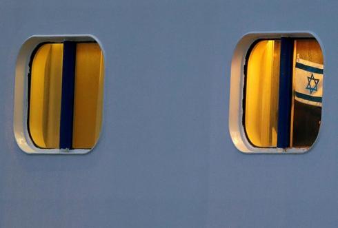 Se puede ver una bandera israelí en el crucero en cuarentena Diamond Princess actualmente atracado en un puerto japonés