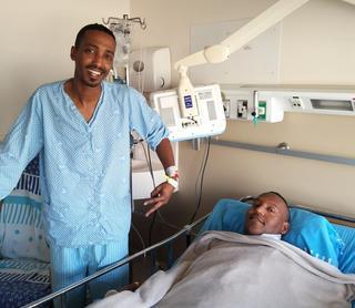 Eldad Almao y Netanel Tala luego de la cirugía