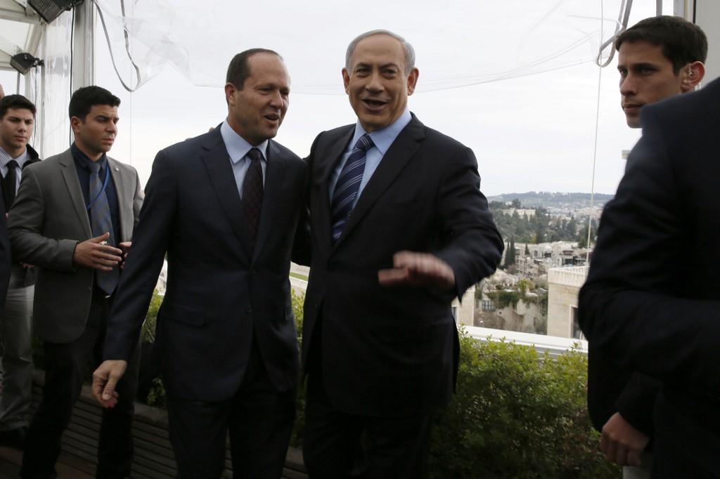 Compañeros políticos de muchos años: Barkat en 2015, durante su etapa de alcalde de Jerusalem, junto a Netanyahu que ya ejercía como primer ministro