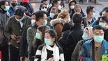 La población surcoreana usa máscaras quirúrgicas para evitar infectarse