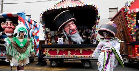 Una carroza con la caricatura de un judío en el desfile en Aalst, el 23 de febrero de 2020