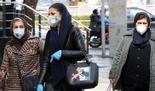 Mujeres utilizan máscaras de protección en Teherán