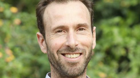 Dr. Noam van der Hal