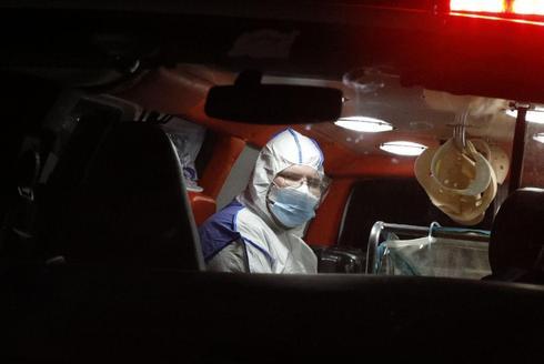 Archivo de un paciente con coronavirus transportado al hospital