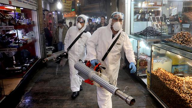 Trabajos de desinfección en Teherán
