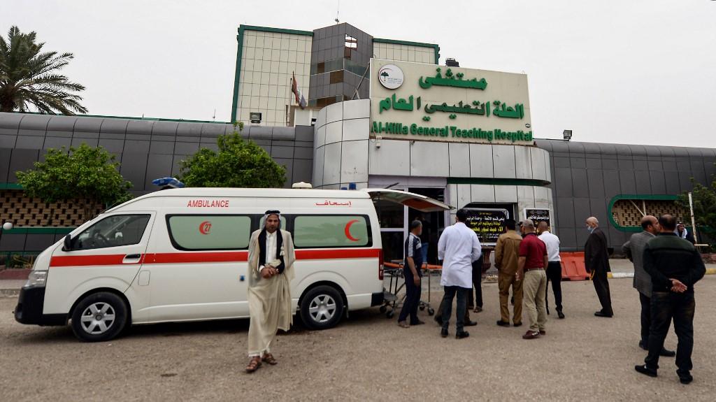 Una ambulancia traslada heridos por el bombardeo