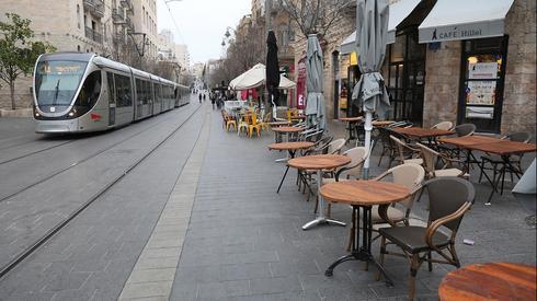 Calles y negocios vacíos en Jerusalem