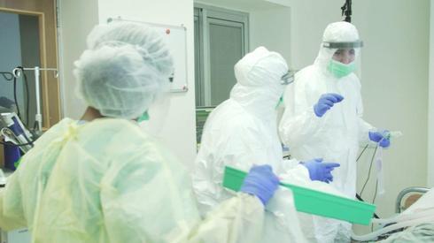 Médicos israelíes en el hospital Hasharón de Petaj Tikva