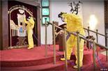 Trabajadores de la salud desinfectan la Gran Sinagoga de Tel Aviv