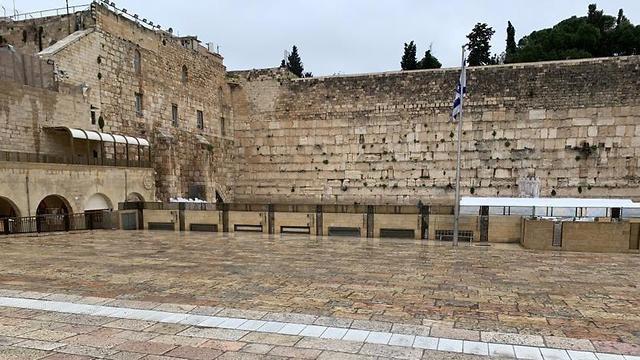 Una imagen histórica: el Muro de los Lamentos vacío por las medidas contra el coronavirus.