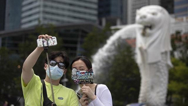 Selfie y barbijos, una forma de cuidarse en Asia.